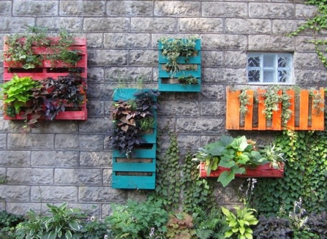 DIY IDEAS wooden PALLET BOARD WALL GARDEN