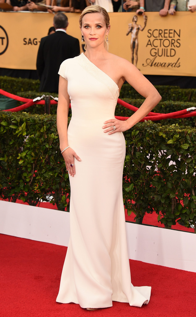 Reese Witherspoon in Giorgio Armani and Harry Winston Jewelry at the SAG Awards 2015