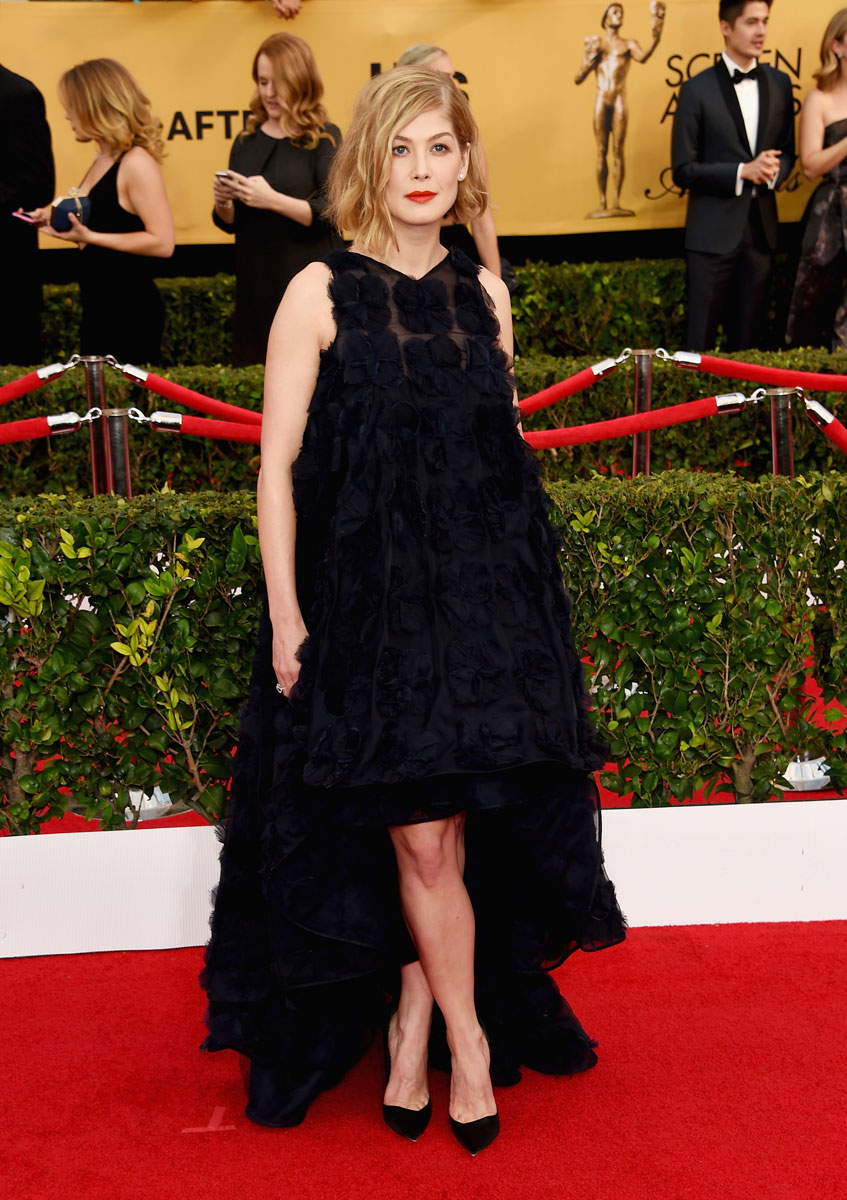 Rosamund Pike in Dior Haute Couture and Fred Leighton jewelry at SAG Awards 2015