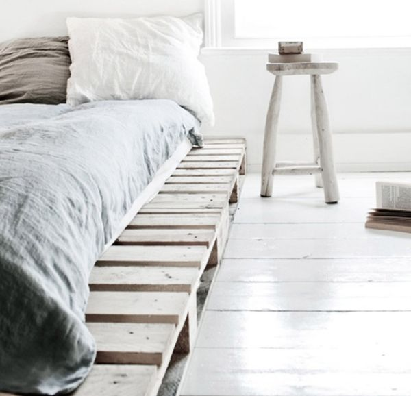 white-decor-scandinavian-pallet-bed