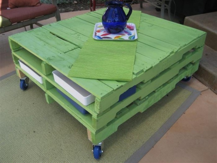 wooden pallet table on wheels