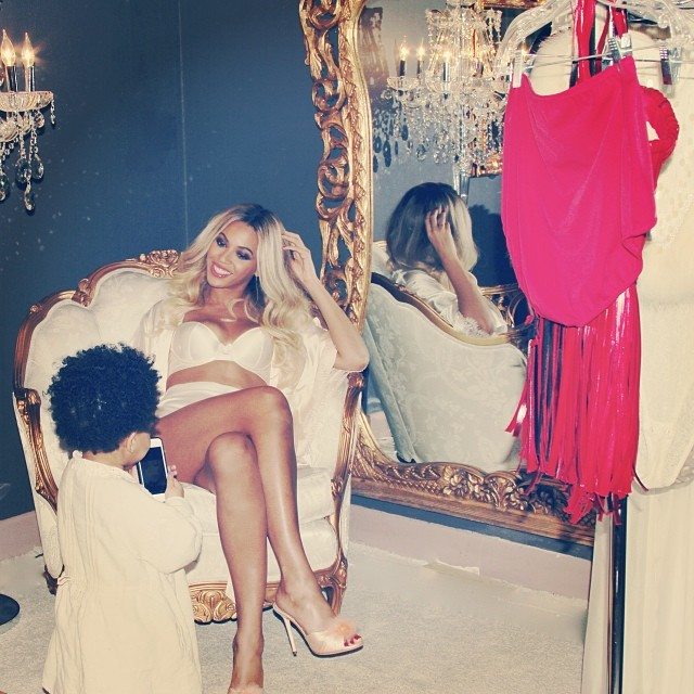 Beyonce and Blue Ivy backstage