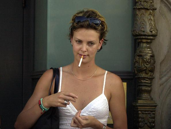 Hot Female Celebrity Smokers The Artistic Soul