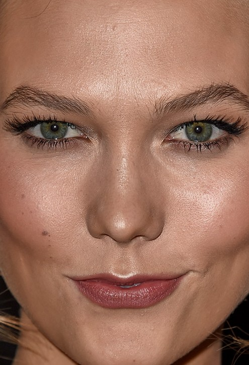Karlie Kloss close up photo