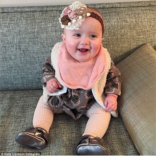 Kelly Clarkson posted a phot with her baby on Instagram on Monday before her appearance on The Tonight Show with Jimmy Fallon