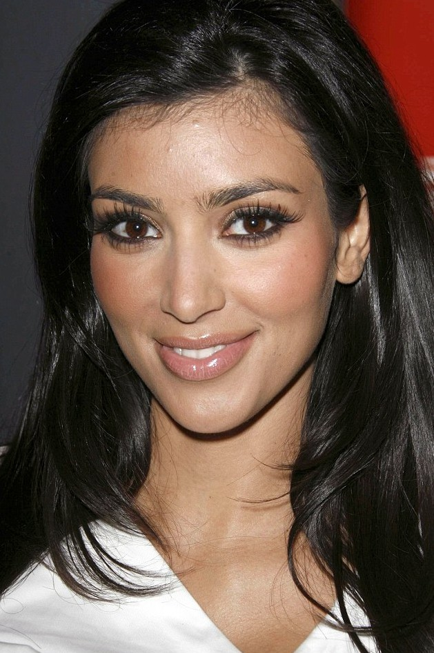 Kim Kardashian's down to earth makeup style in May 2007