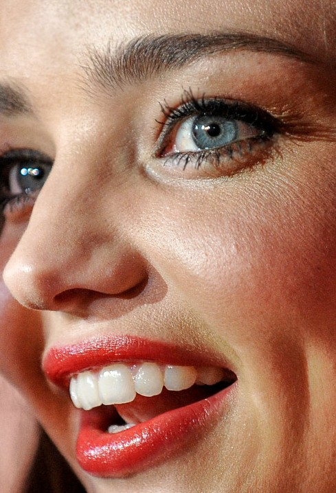 Miranda Kerr close up photo