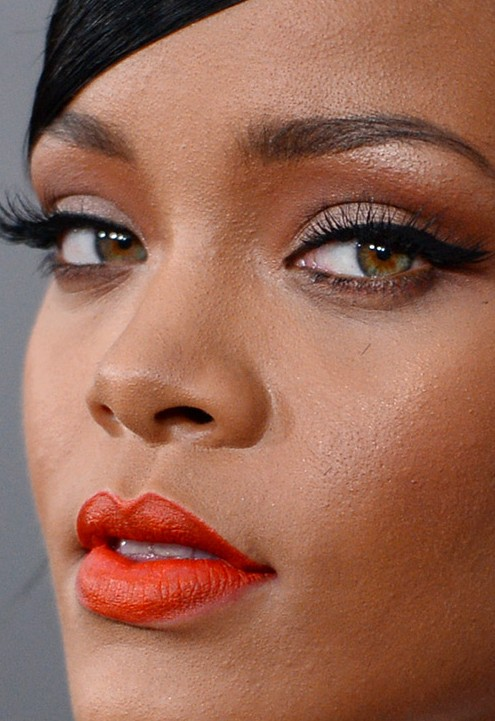 Rihanna close up photo_