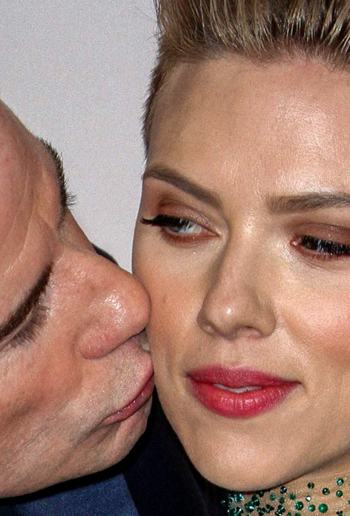 Scarlett Johansson close up photo