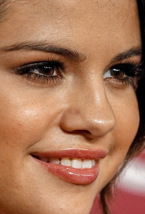Selena Gomez close up photo