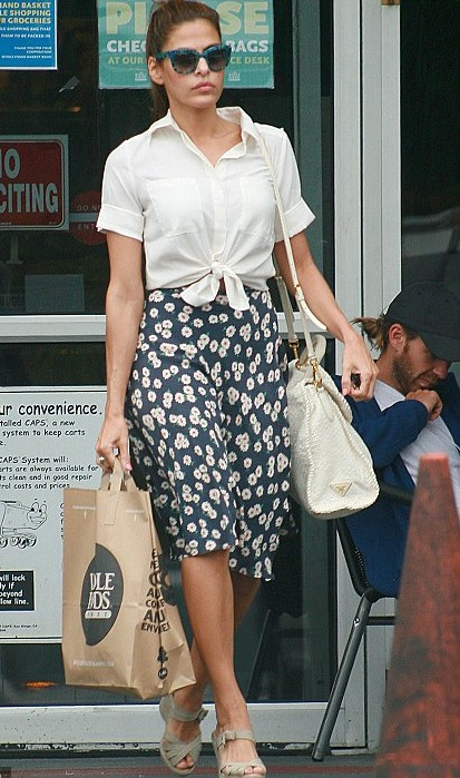 Eva Mended looks stylish in a knotted shirt and daisy printed skirt