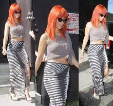 Rihanna with knotted t shirt