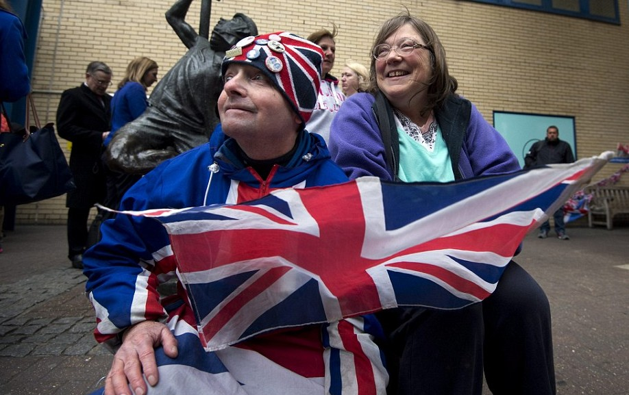 Royal fans and well wishers who camped outside the hospital since last week await news related to the second child of Kate Middleton and William