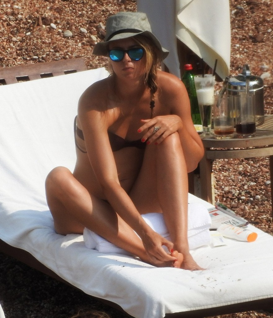 She may have lost at Wimbledon this year, but Maria Sharapova flaunted her athletic figure on the beach on Sunday