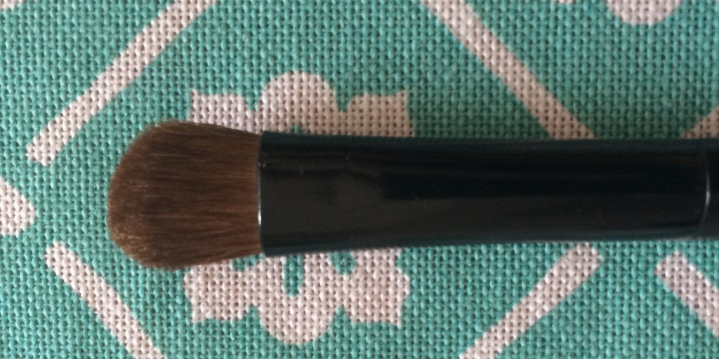 Eyeshadow Brush- Use this brush to apply any type of eyeshadow.