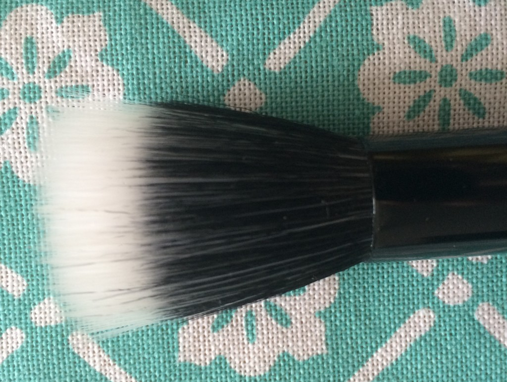 Highlighting/ Stippling Brush- This brush is a blend of synthetic fibers and goat hair. It is used with light powders, liquid or cream products and it  highlights delicately your cheeks. You can also use concealer to cover  imperfections as blemishes, scars, brown spots, broken capillaries, and most commonly, dark circles.