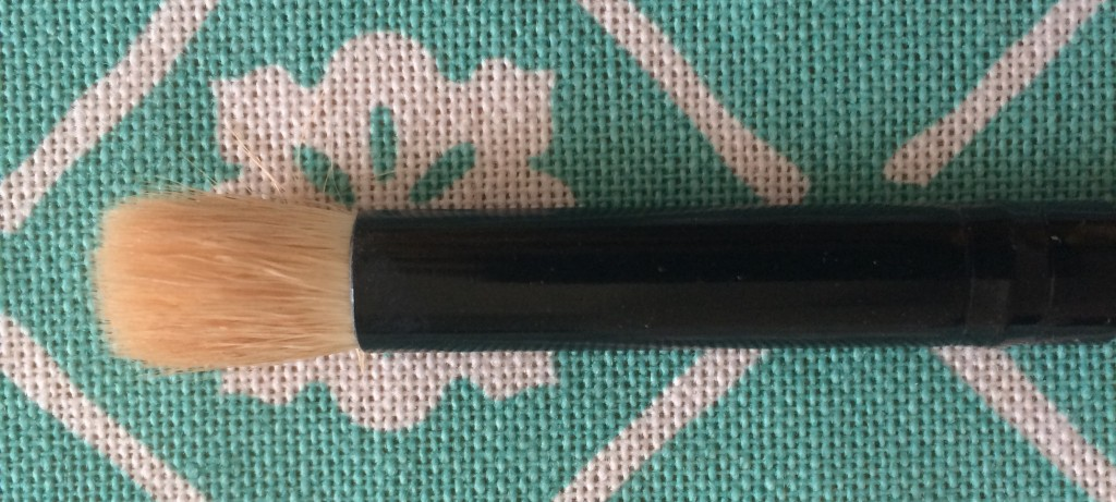 Blending Brush- The fluffy bristles diffuse eye shadow in the crease of your eyes or blend highlighter on your cheekbones, brow bones, and cupid's bow.