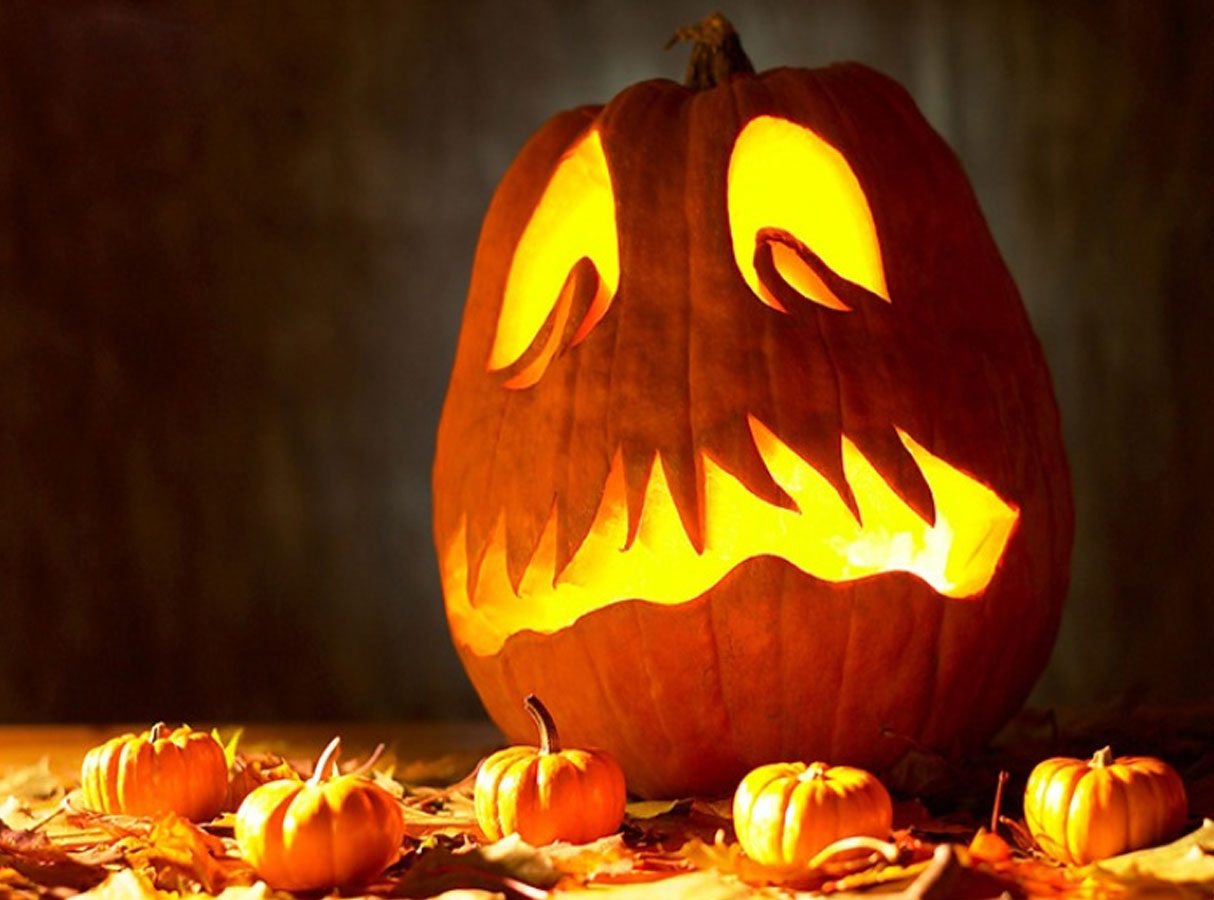 Cretive-pumpkin-carving-with-scary-theme-ideas-for-hallowen-day