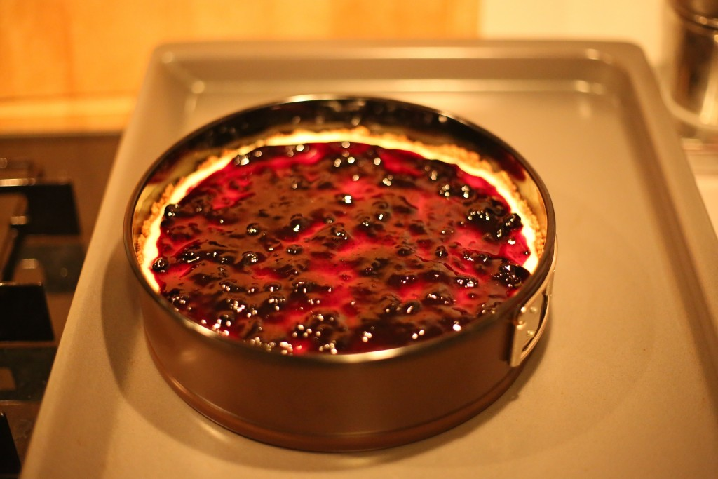 Cheesecake with cranberry jam