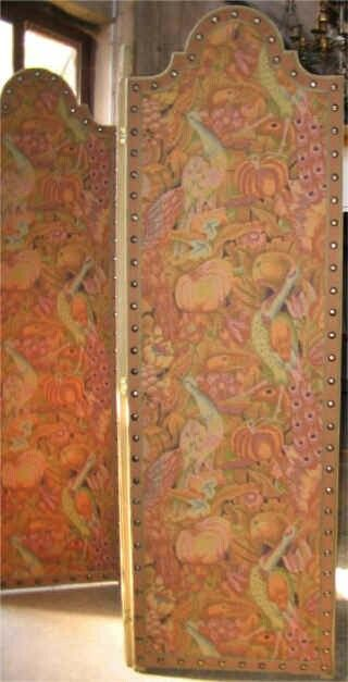 It is called a dressing screen or panel screen, shoji screen.